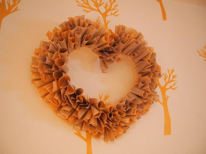 "DIY ""Love Letters of Great Men"" Wreath"