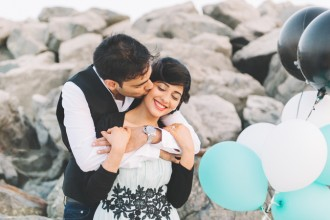 A Relaxed Beach Engagement Shoot by Liz JvR Photography