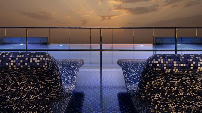 Royal-Club-Pool---Le-Meridien-Dubai
