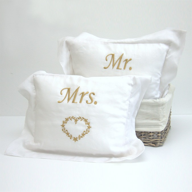 10mylist-coochycoo-mr-mrs-pillow
