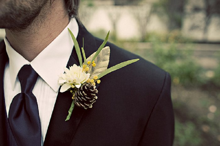 Brideclubme.com Pine Cone bout_winter wedding