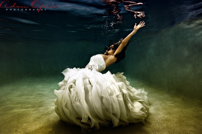 Under_water_wedding_shoot