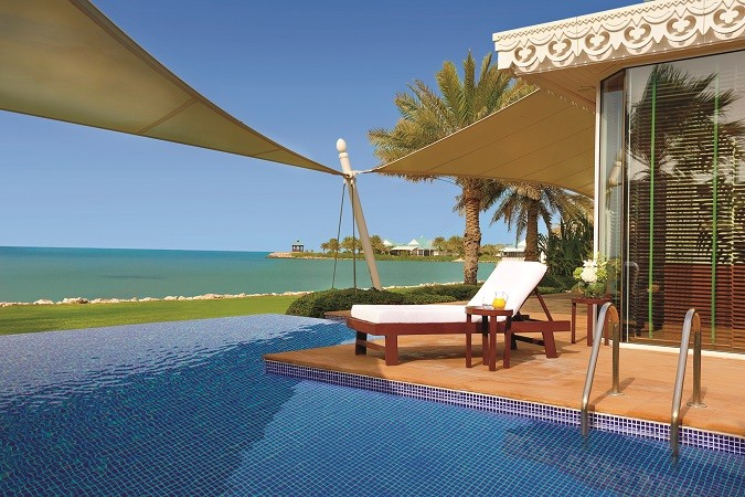 Villa pool1
