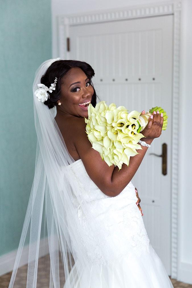 Nigerian destination wedding Dubai - bride and bouquet