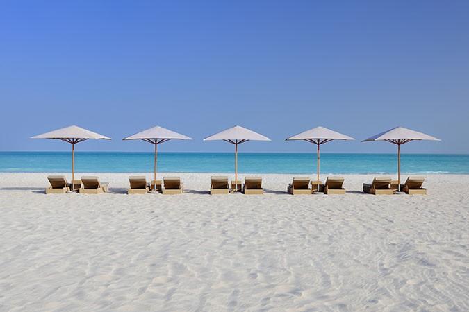 beach-sunbeds
