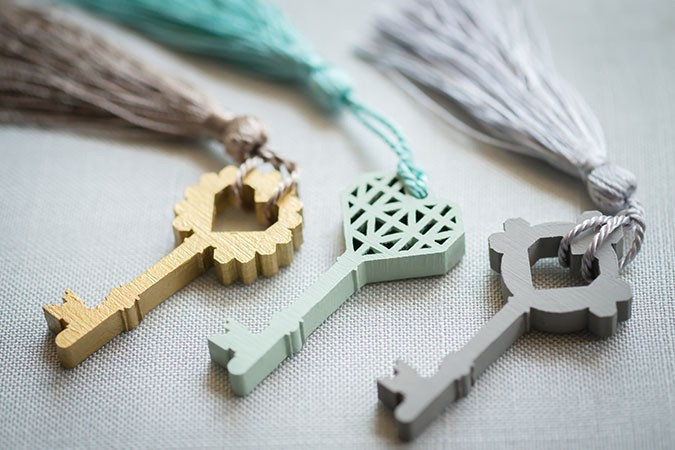 hand-painted-keys-wedding-favours-or-guest-name-seating-paula-scalco-photography