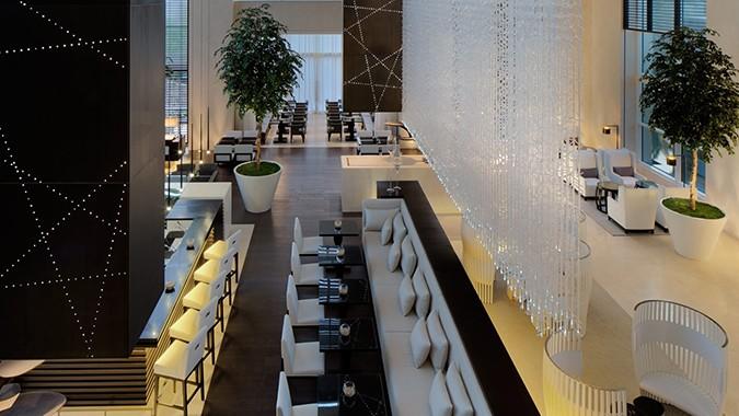 Le-Meridien-Dubai-royal-club-bar