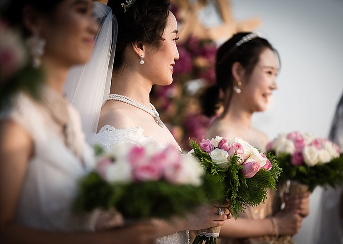 Nine Chinese couples Marry at Dubai's love lakes