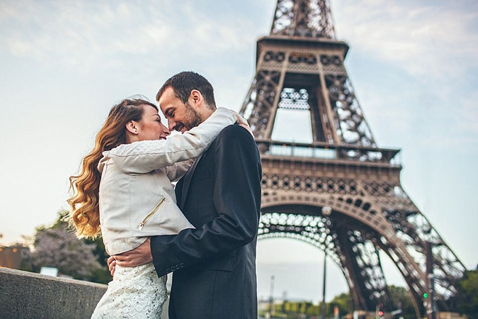 Couple on Paris honeymoon.