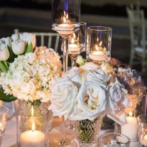 800 flowers Dubai romantic white wedding table centerpieces