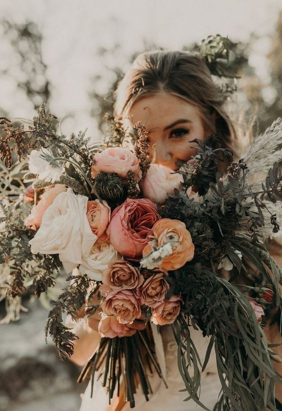 Romantic Autumnal wedding bouquet