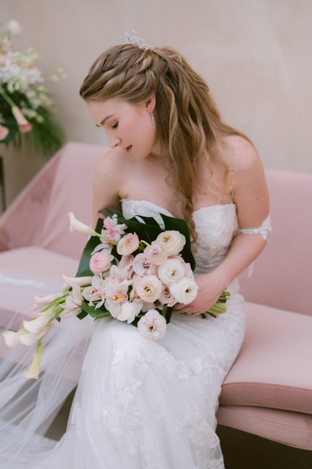 Bride posing with light pink bouquet
