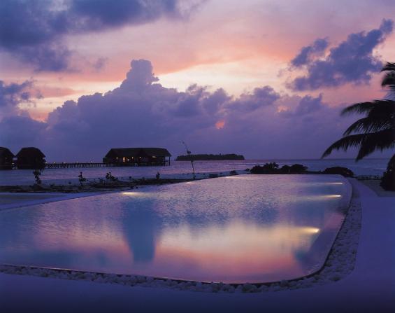COMO Cocoa Island sunset