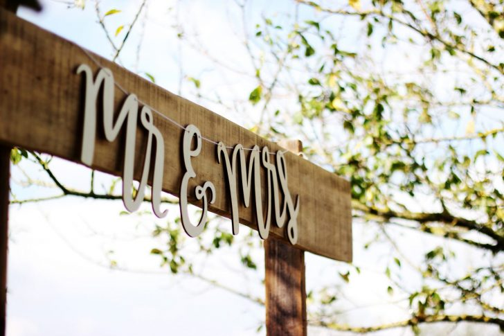 Mr & Mrs rustic wedding signage
