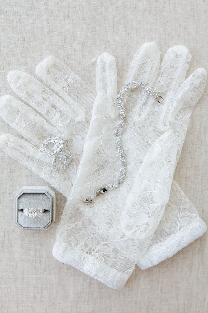 Bridal lace gloves