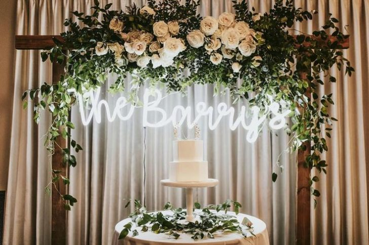 Photo credit: https://www.fotoshopyap.com/custom-wedding-neon-sign-for-wedding-reception/