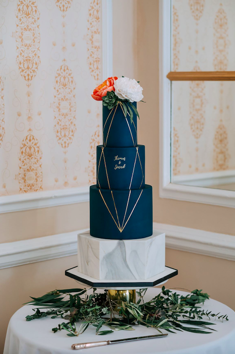 Classic blue wedding cake